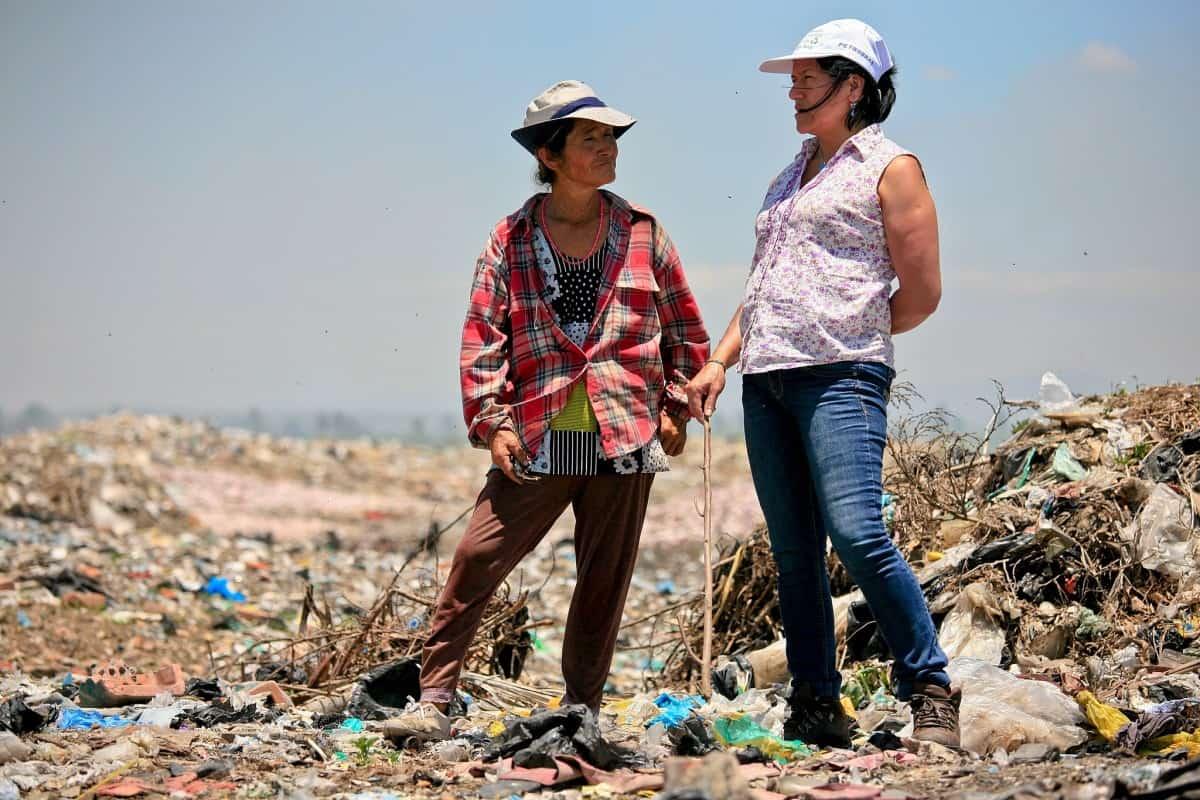 """Interview: Wie Albina Ruiz mit ihrer Organisation """"Ciudad Saludable"""" Müllsammlern weltweit eine Perspektive gibt"""