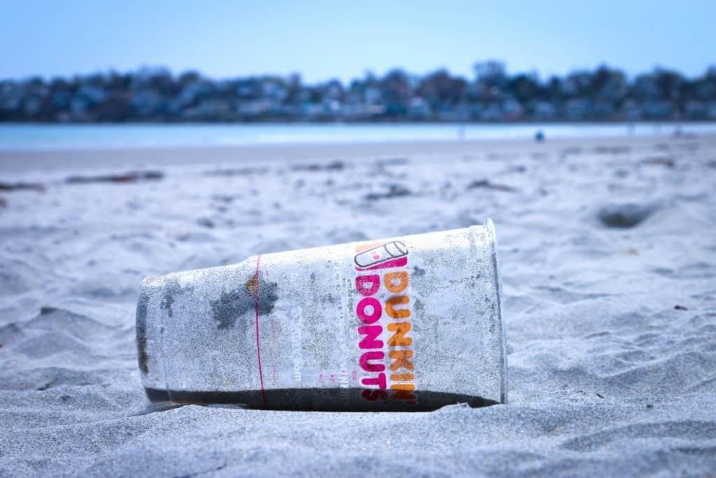 Plastikmüll in Meeren und auf Stränden ist ein weltweites Problem.