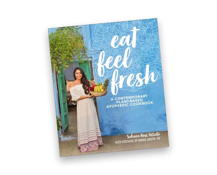 """Eat feel fresh. A contemporary plant-based ayurvedic cookbook"", das vegane und ayurvedische Kochbuch von Sahara Rose Ketabi. Hier findest du den Rosen-Latte zum nachmachen."