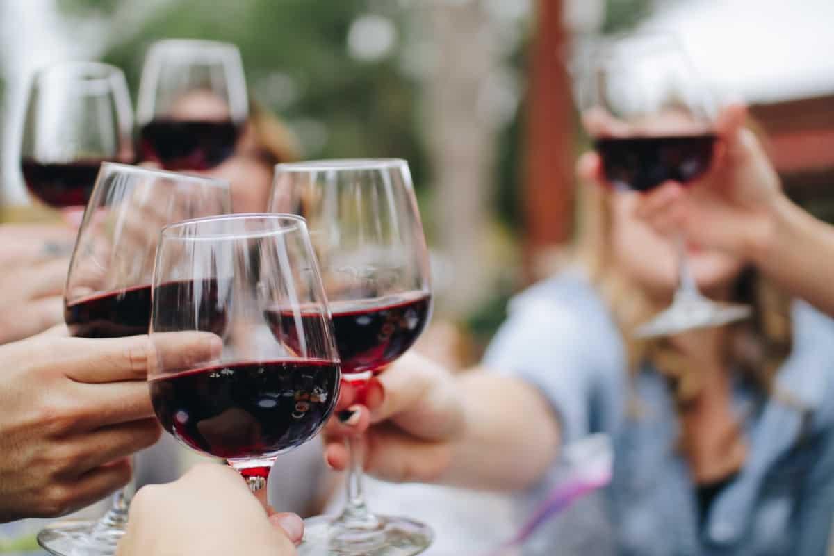 Du trinkst gerne Wein? Mit diesen drei Mythen möchten wir endlich Schluss machen!