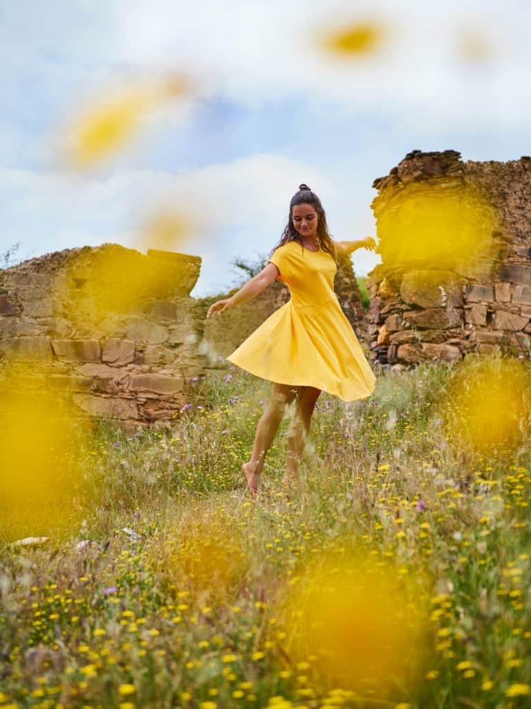 Sunshine Dress aus GOTS-zertifizierter Bio-Baumwolle um € 69,90 via jojeco.de