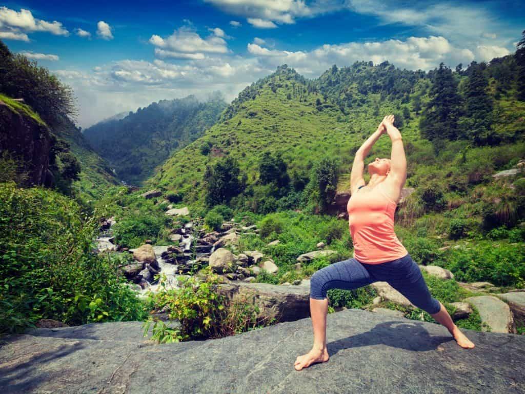 Auf über 2.000 Metern wandert man in Bhutan ins Yoga-Glück