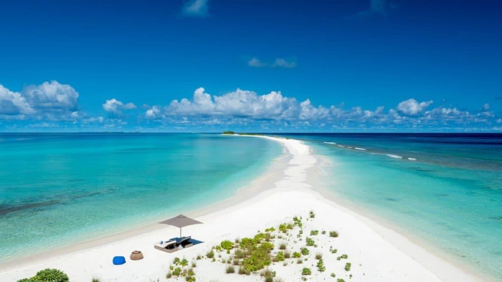 Morning Yoga auf der längsten Sandbank der Malediven? Klingt paradiesisch!