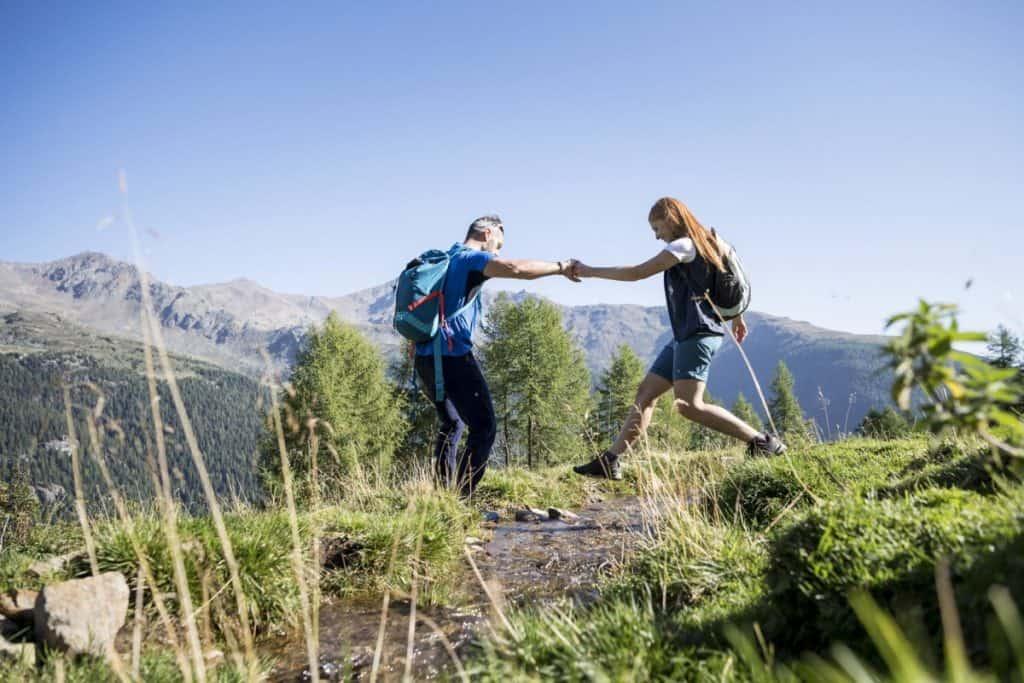 In den nahegelegenen Dolomiten warten über 500 Kilometer Wegnetz darauf, erwandert zu werden.