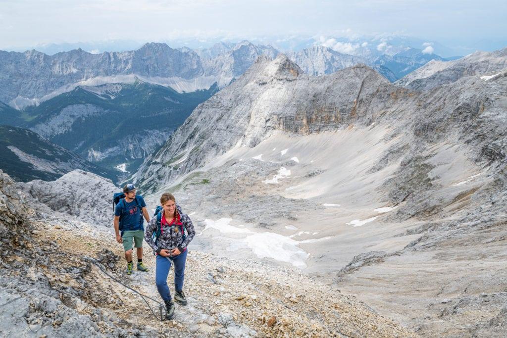 Über Schotterpisten zu Fuß auf die Birkkarspitze
