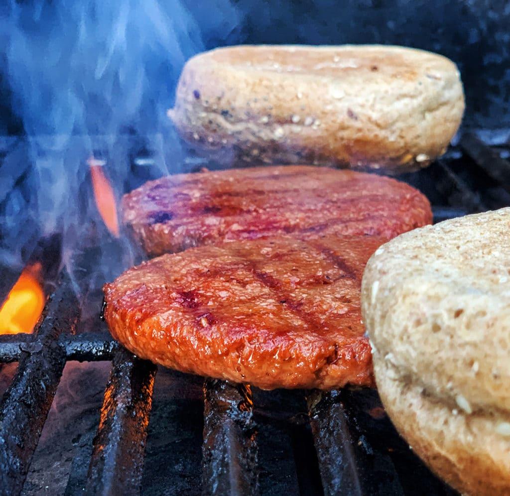Grillen mit veganen Burgern von LikeMeat